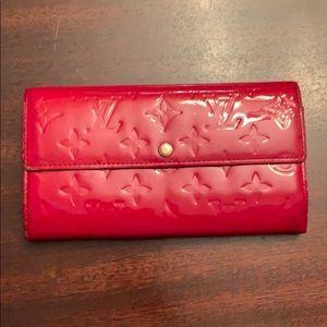 Authentic Louis Vuitton Vernis Sara wallet